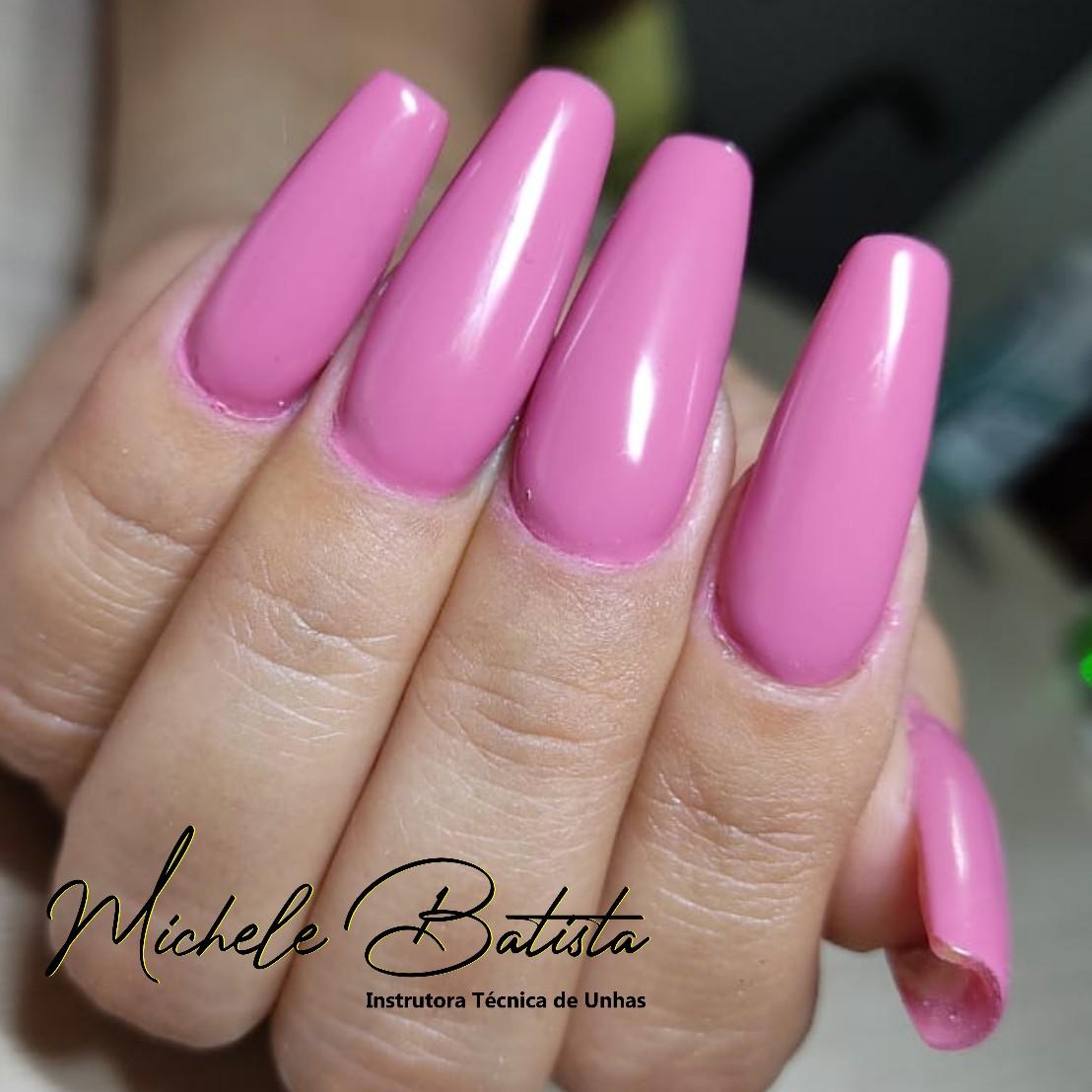 Michele Batista Instrutora Técnica Nails
